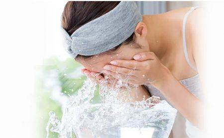 プロアクティブを使って洗顔するイメージ画像